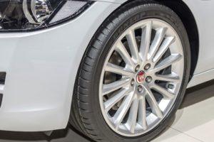 """""""Dunlop"""" padangos Jaguar XE automobilyje"""
