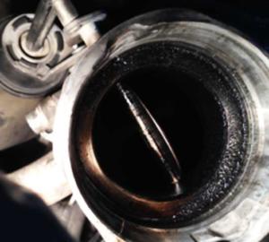 Išmetamųjų dujų recirkuliacijos vožtuvas užterštas suodžiais