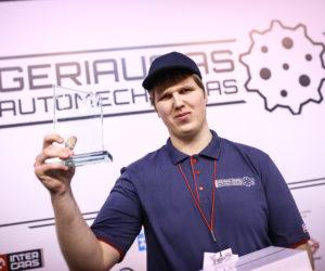 Geriausias jaunasis automechanikas apie emigraciją nė negalvoja – dirbs tik Lietuvoje
