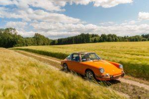 """""""Oranžinis meistriukas"""" – klasikinio automobilio atnaujinimas"""