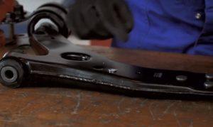 Kaip sumontuoti žibinto aukščio reguliavimo svirtį automobilyje su ksenono žibintais