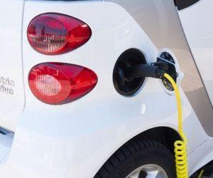 Paskaičiavo, kiek elektrinių transporto priemonių tarša mažesnė nei įprastinių automobilių