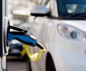 Paskelbė datą, kada daugiau nei pusė naujų automobilių pasaulyje bus elektriniai
