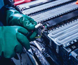 Priežastys, kodėl taip svarbu perdirbti elektromobilių ličio jonų baterijas