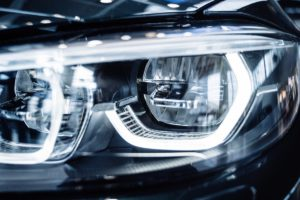 Patarimai keičiantiems automobilines lemputes