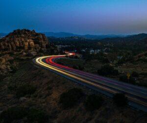 Dakaro pamokos vairuotojams: apšvietimo inovacijos pasiekia ir mūsų kelius