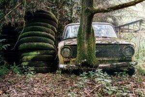 Per ketvirtį – rekordinis pranešimų skaičius dėl apleistų senų automobilių